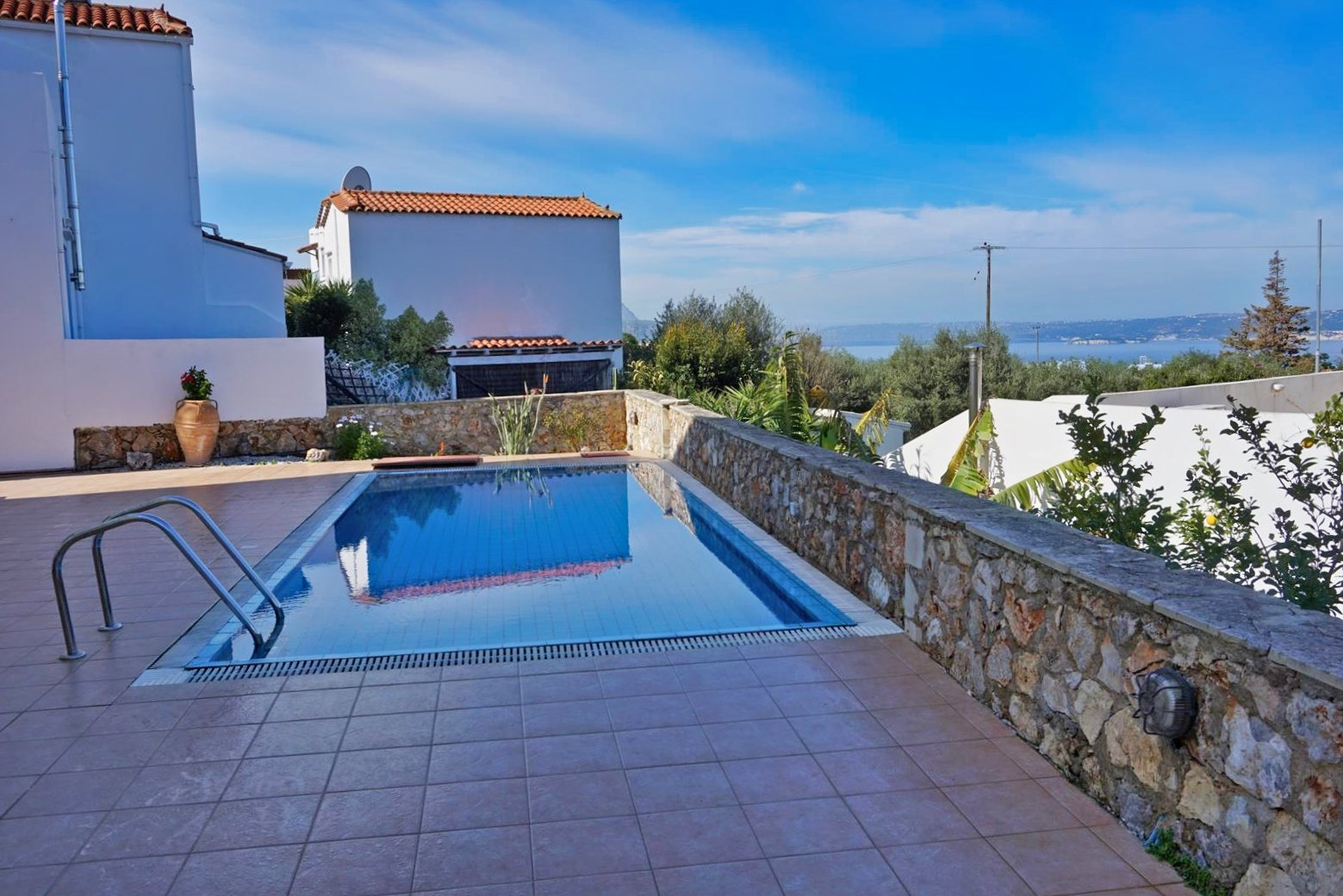 Apartment with a shared pool and sea view in Plaka