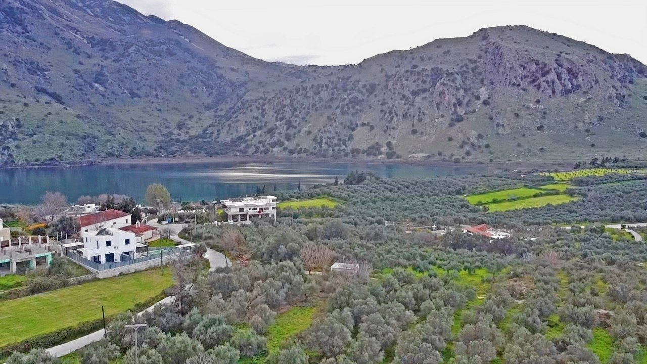 Plot with Kourna Lake and sea views in Mouri