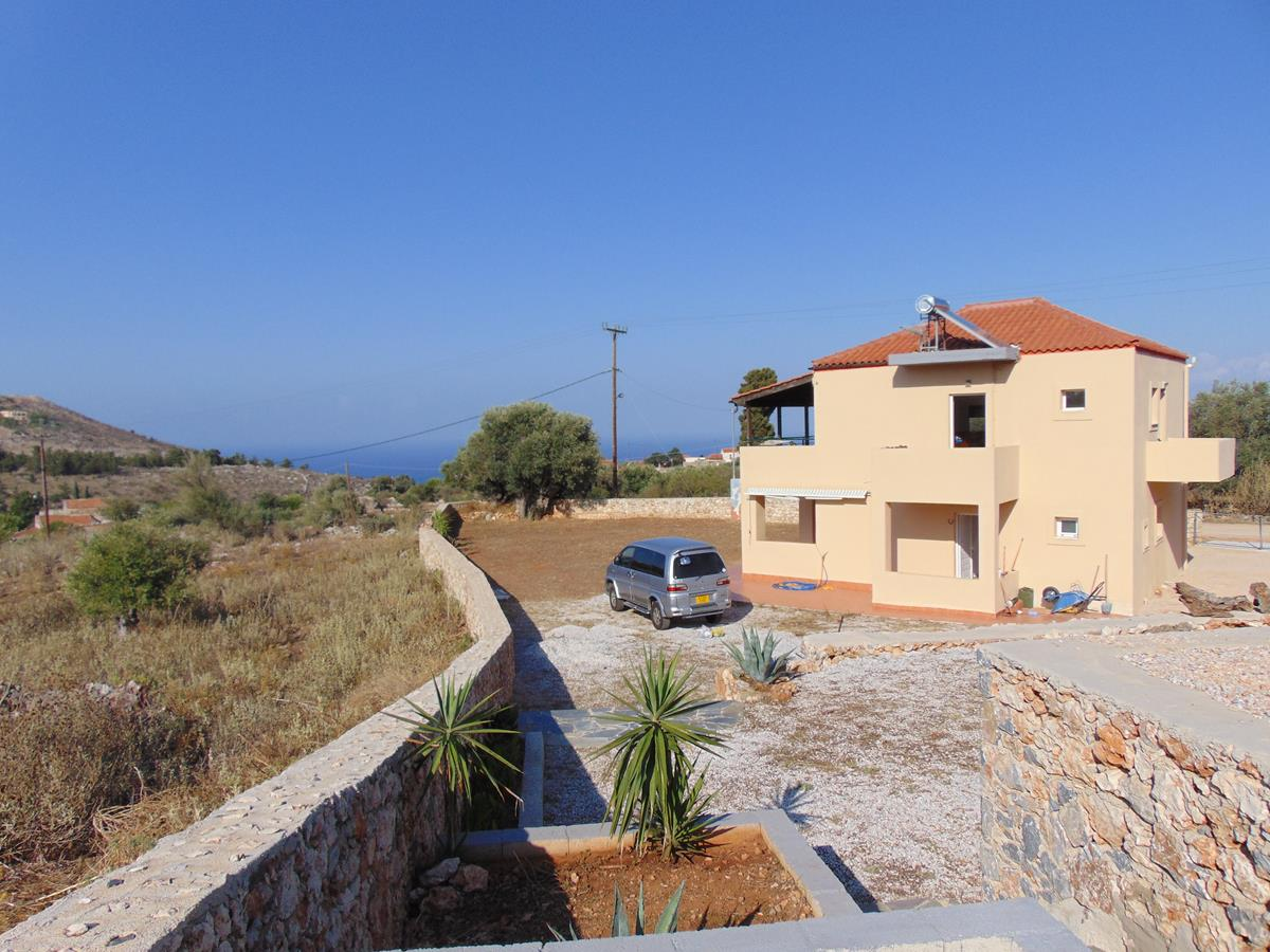 Detached house with sea view close to Vamos
