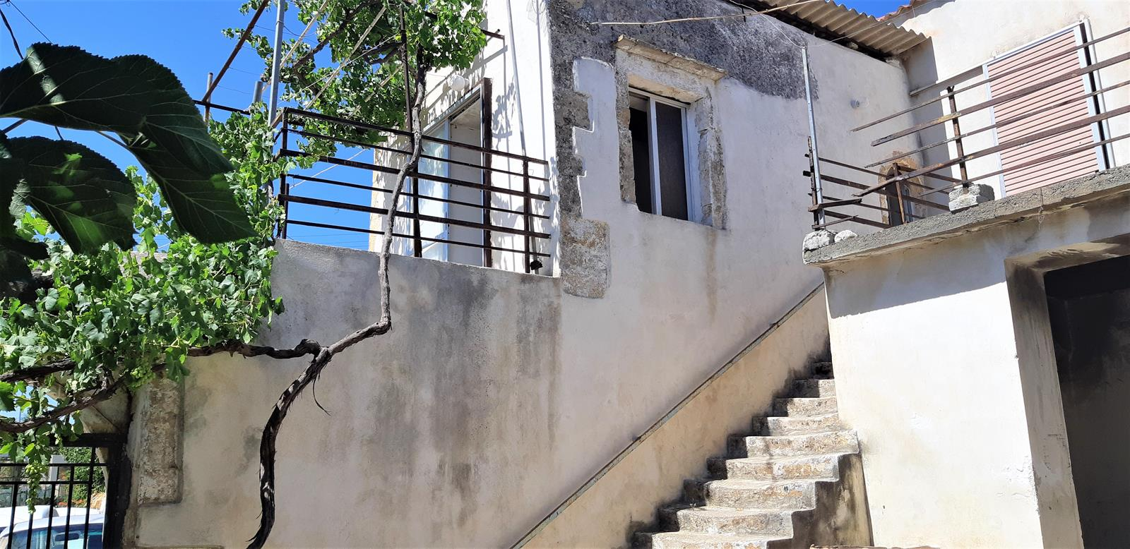Old house to renovate close to the sea in Kissamos prefecture