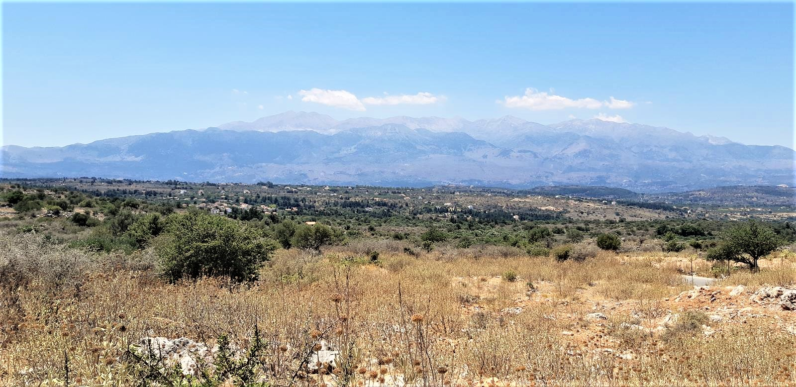 Plots with White Mountains view in Kefalas