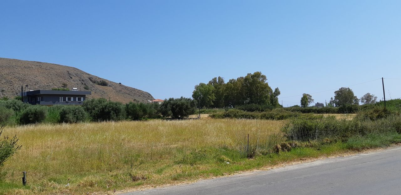 Large building land within walking distance to sandy beach of Georgioupolis