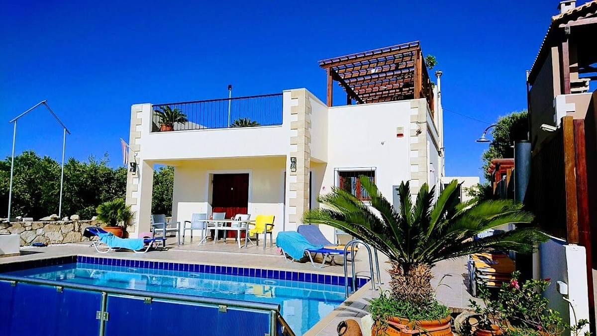 Ground floor house with a private pool near Platanias