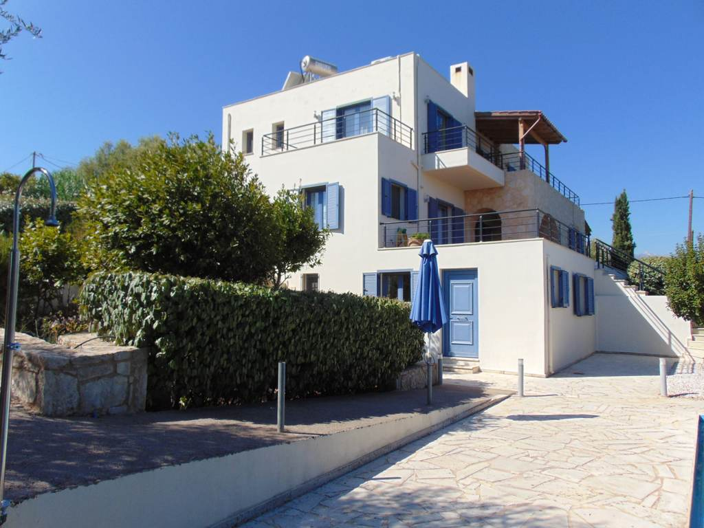 High quality villa in Vamos with sea view & private pool