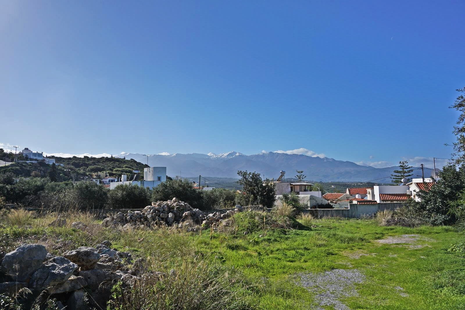 Plot with White Mountains view in Plaka