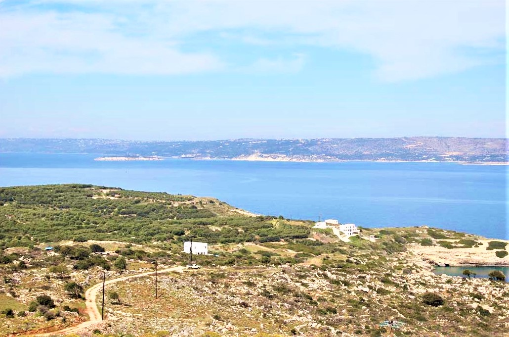 Plot with Souda Bay view in a picturesque village in Apokoronas